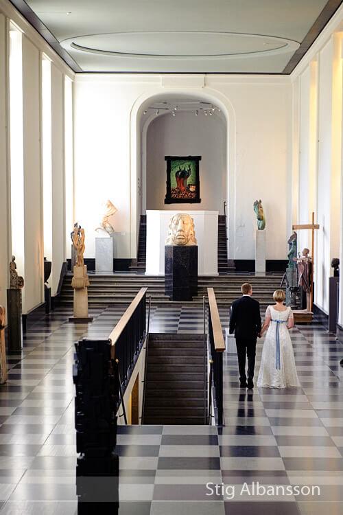 Bröllopsfotografering inne i konstmuseet Göteborg