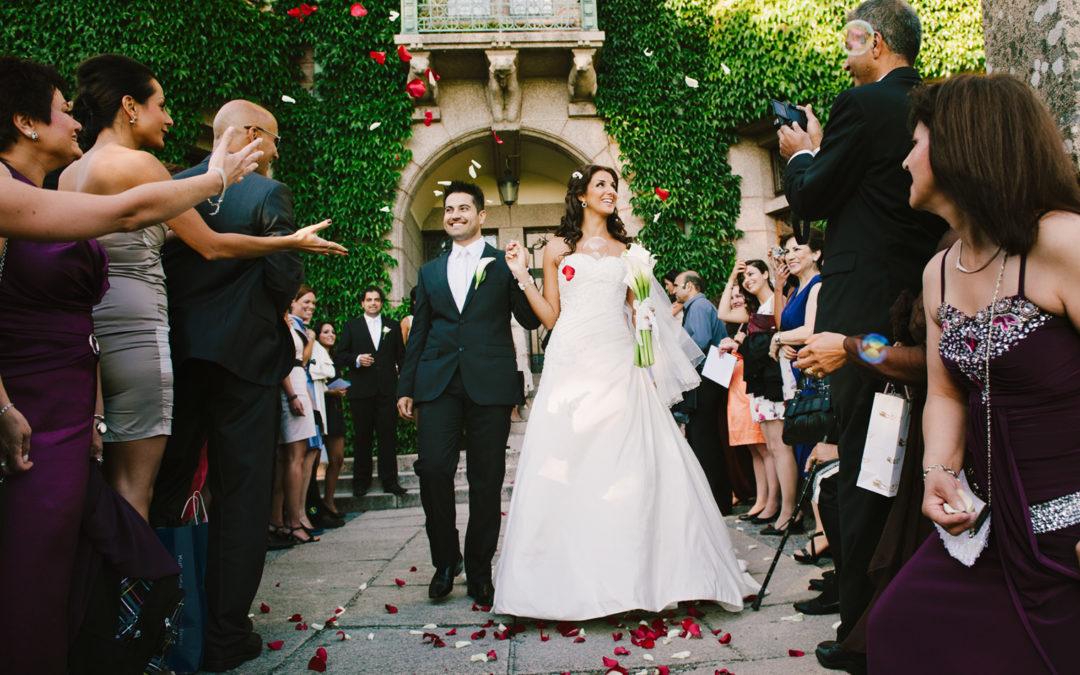 Brudpar gratuleras på Tjolöholms slott