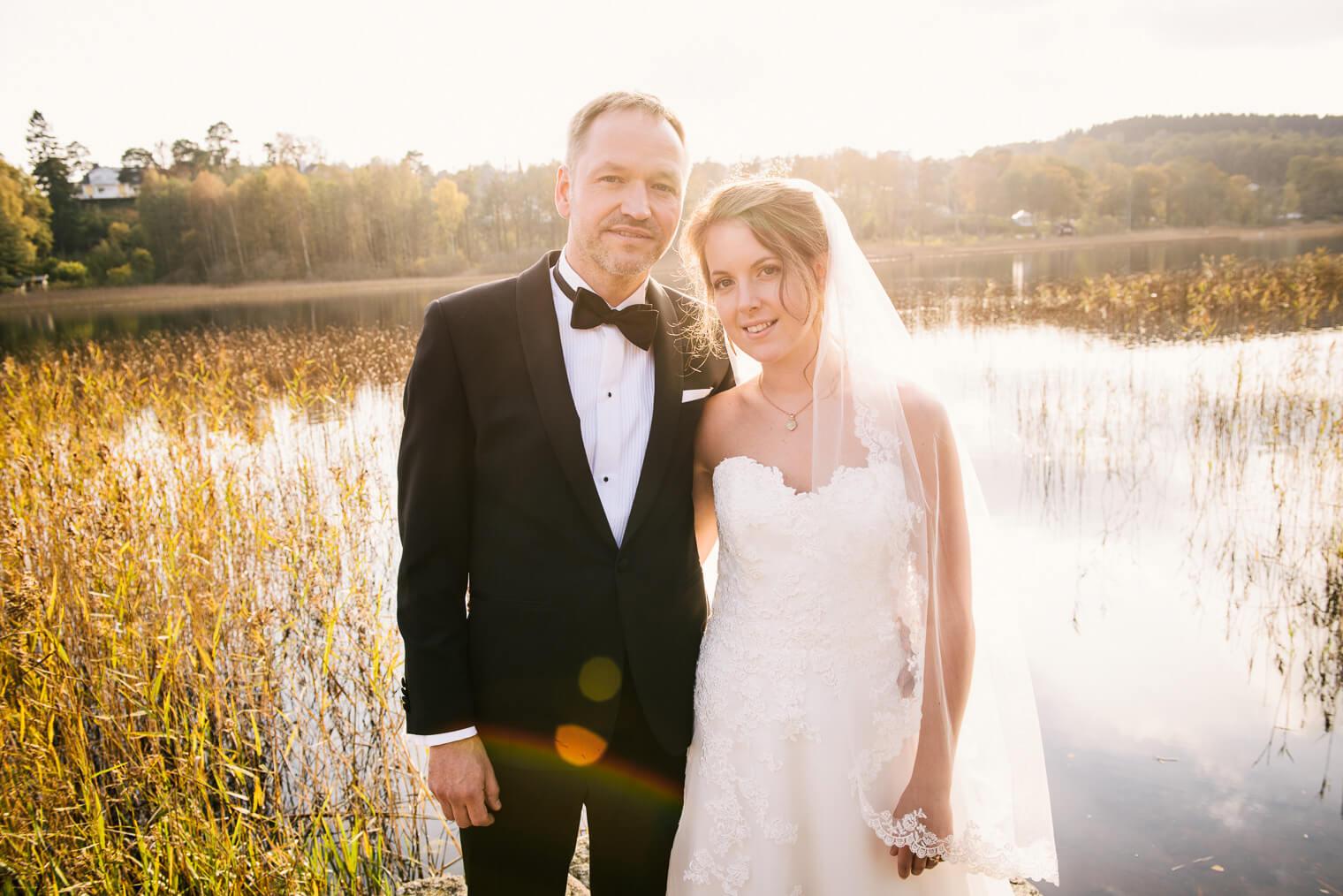 Höstbröllop med fotografering av brudparet vid Råda säteri