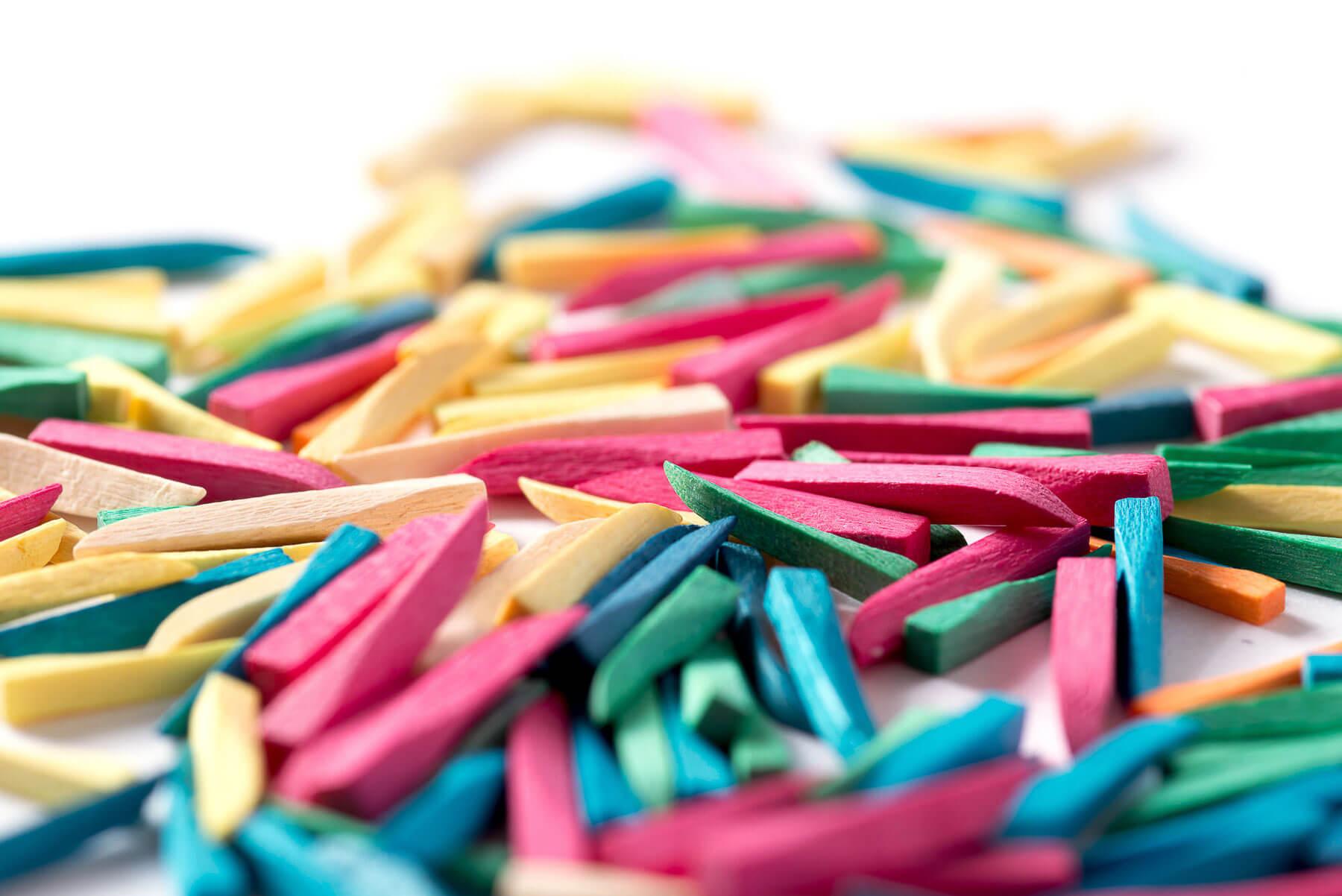 Färgade tandstickor som används hos tandläkare Martha Wedenmark i Göteborg
